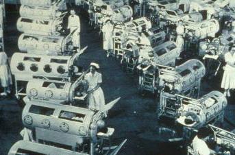 Pacientes de poliomelitis en pulmones de acero, EU 1953